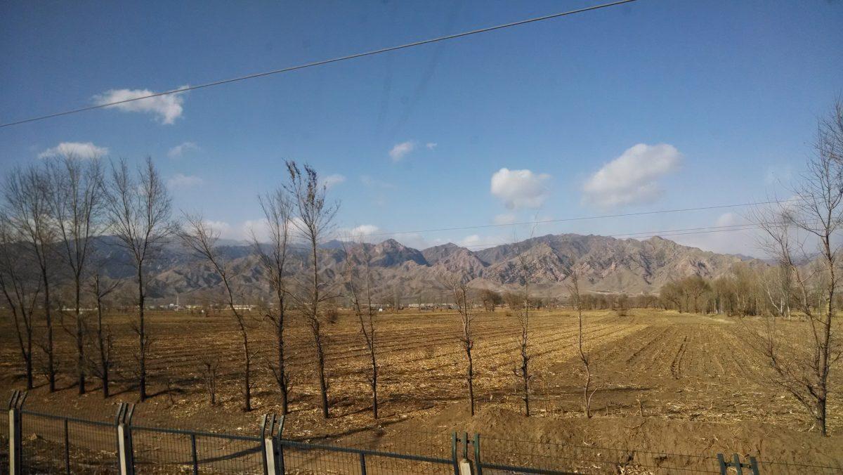 内蒙古·包头至乌拉特前旗火车途中