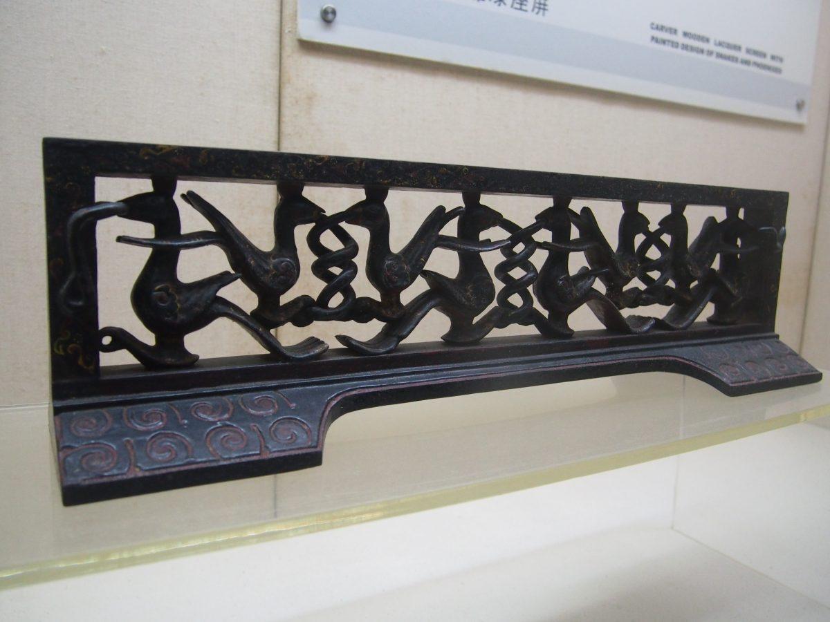 彩绘木雕漆座屏