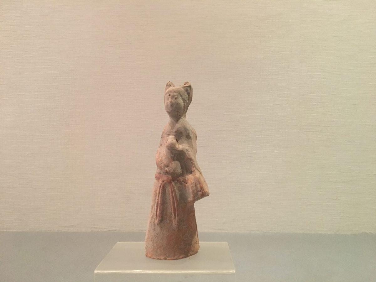 唐代挎包女陶俑