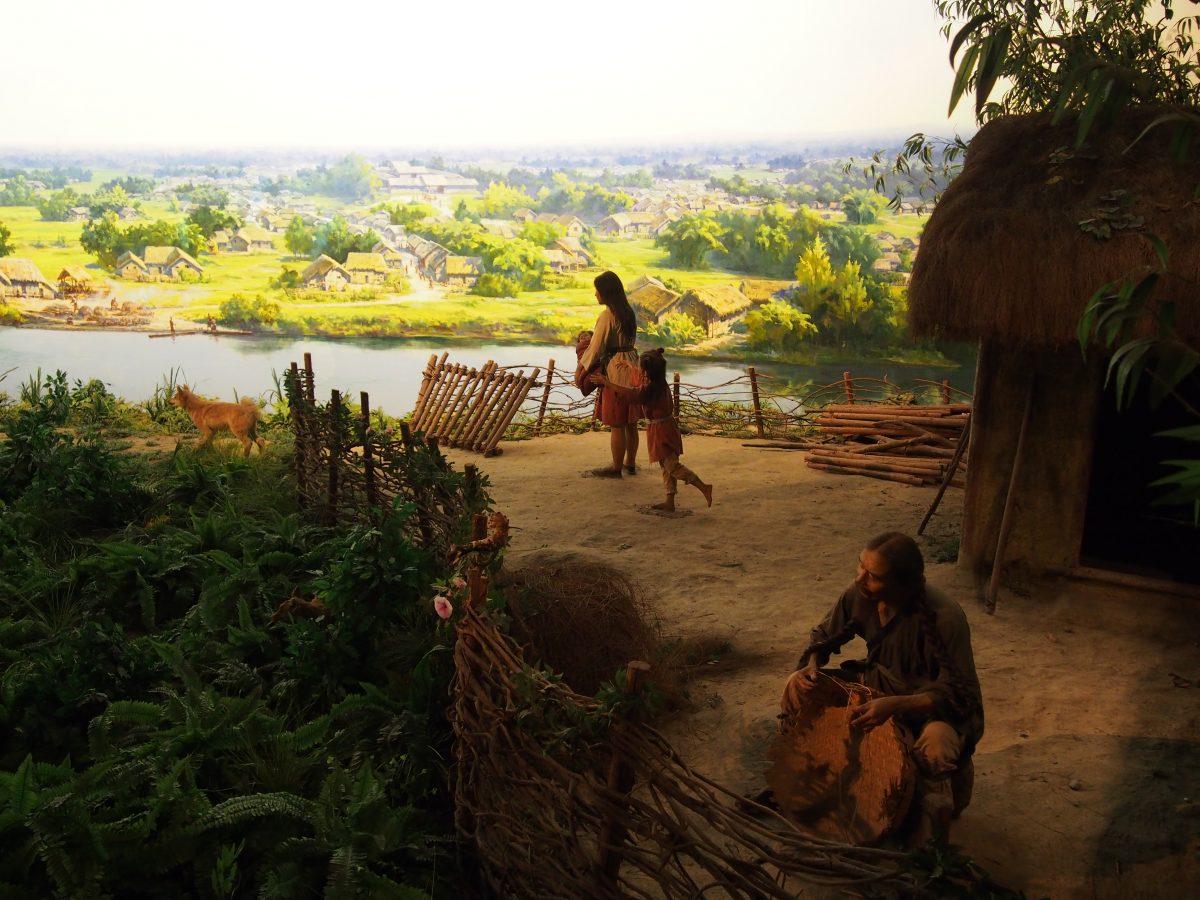 再现当时原住民的生活作息场景