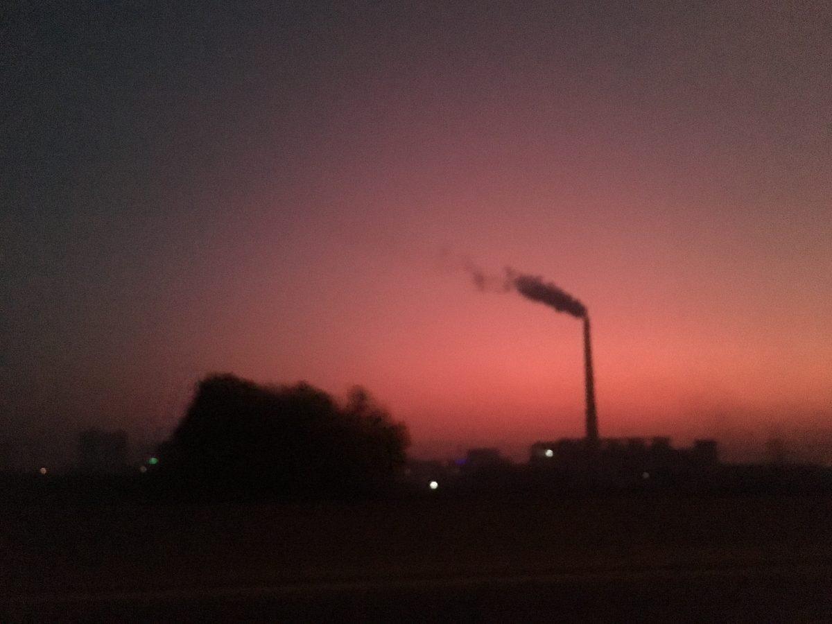 清晨·曙光·烟囱