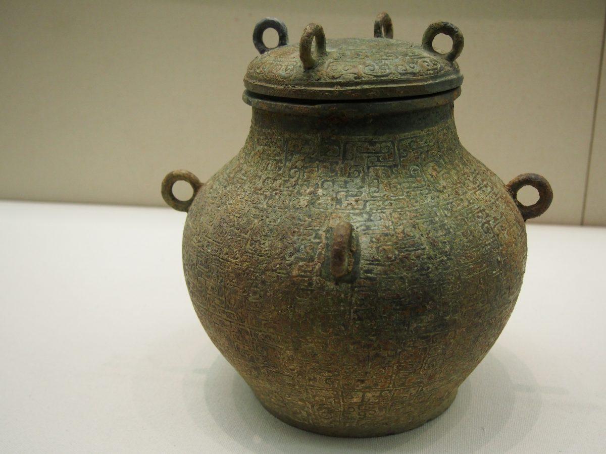 蟠螭纹铜缶