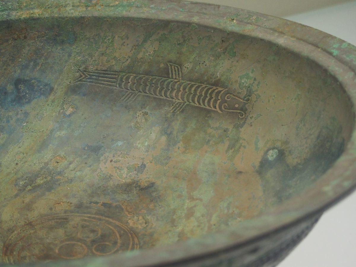 三鱼涡纹盘