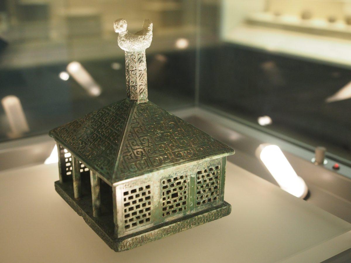 战国·伎乐铜房屋模型