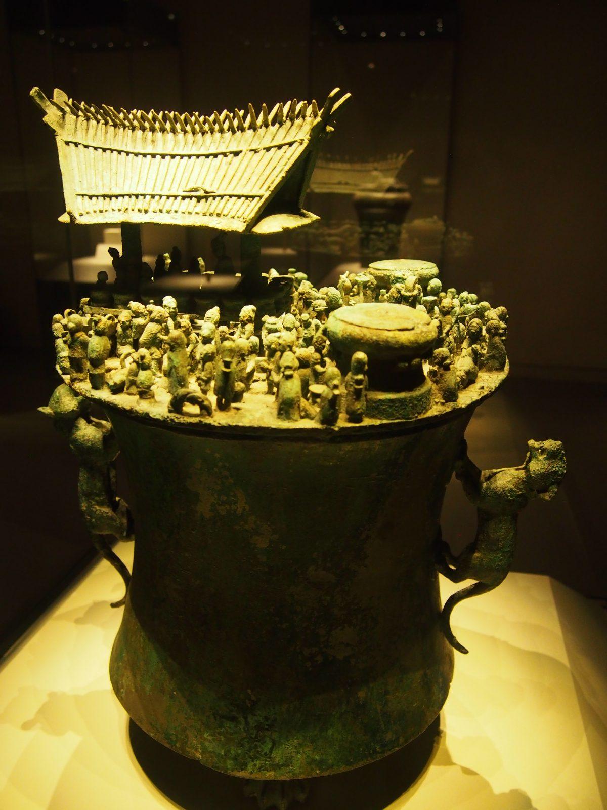 诅盟场面青铜贮贝器