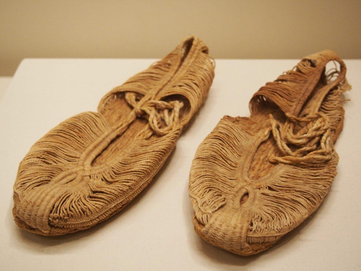 新疆吐鲁番出土的唐代麻鞋