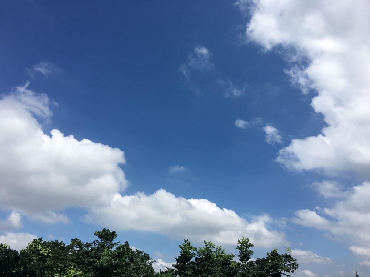 台风玛莉亚带来的蓝天白云