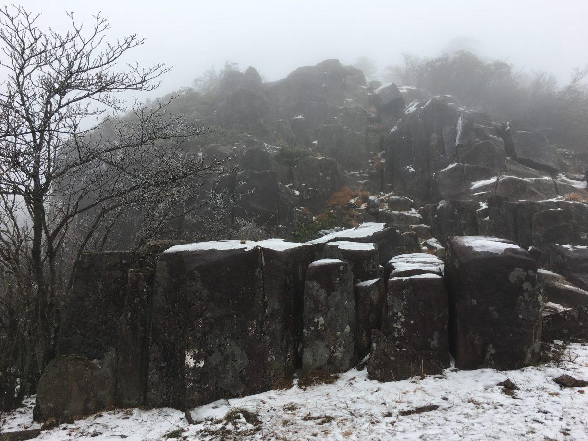 山顶的大石堆