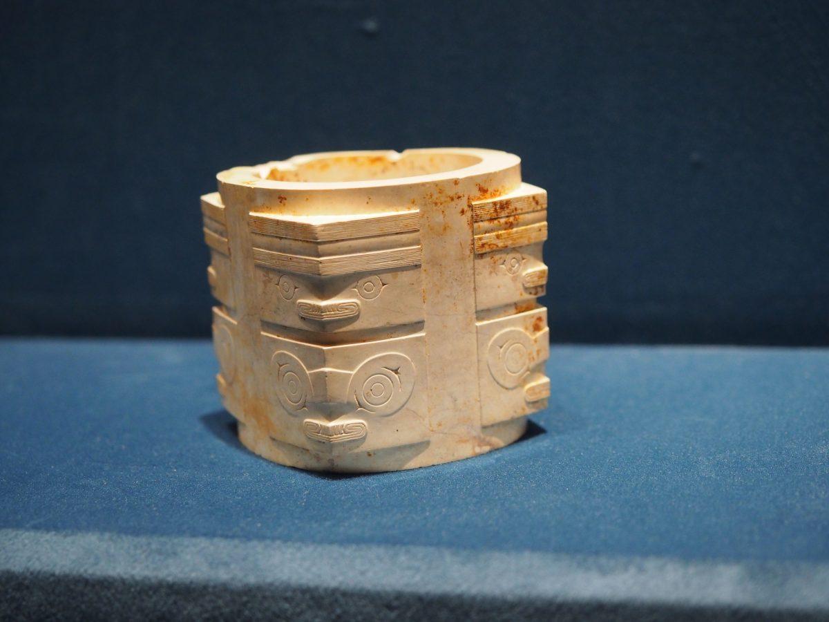渚文化·神人兽面纹