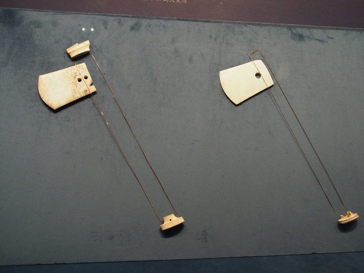 良渚博物院·玉钺·反山遗址出土·钺身、冠饰、端饰()