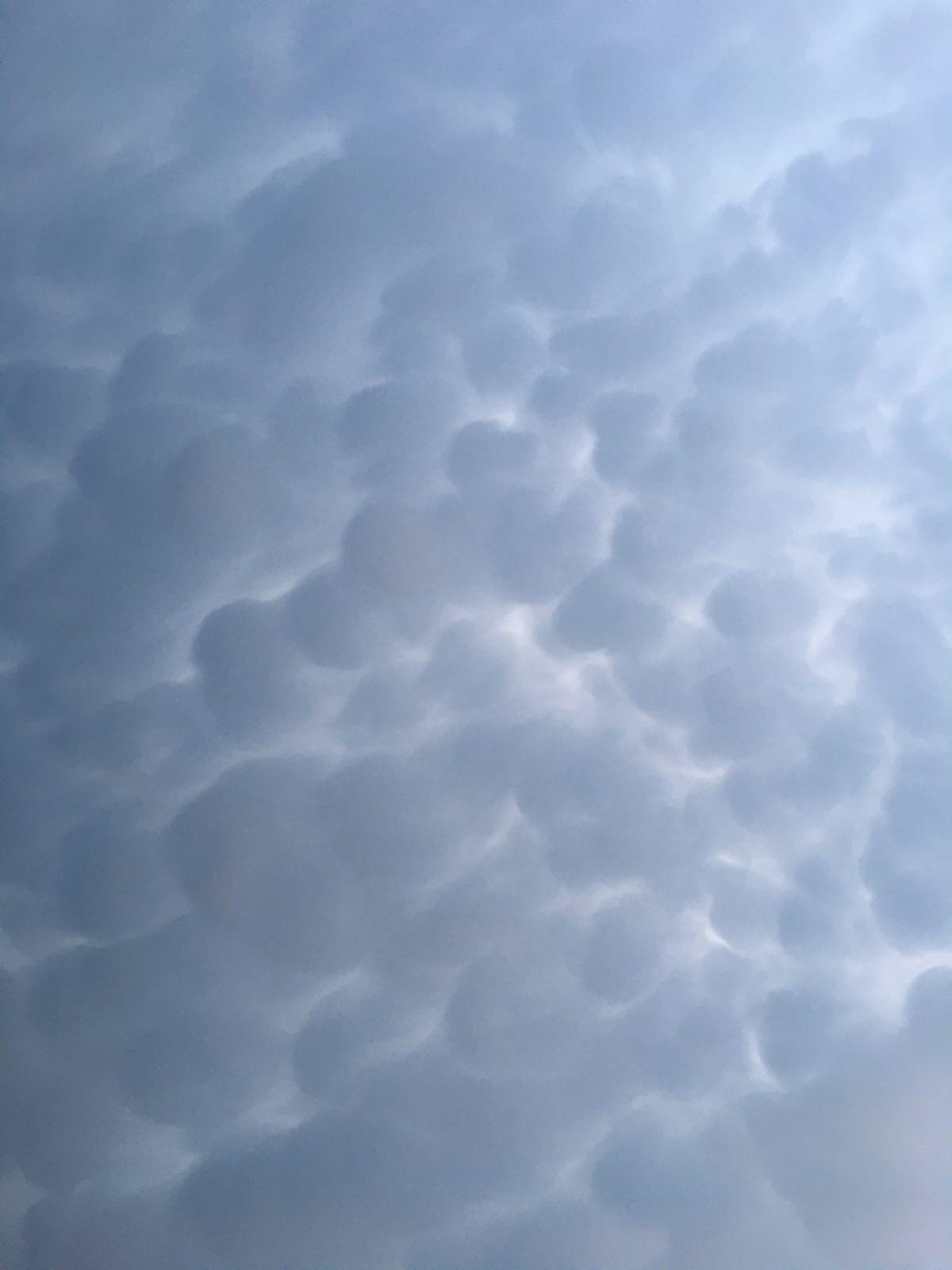 阴云·乳状云