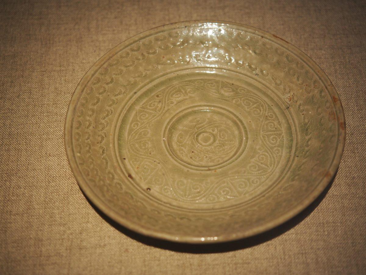 卷云纹青瓷盘