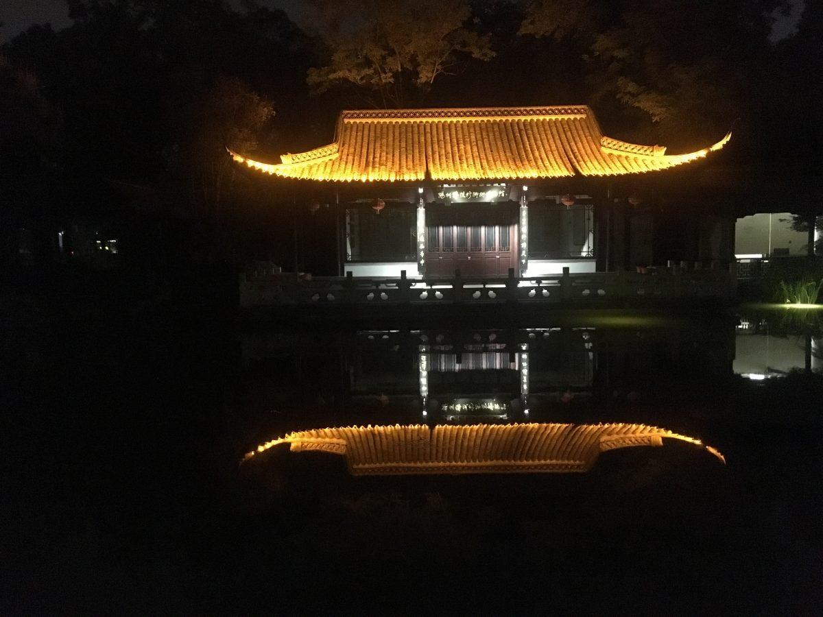 江苏·扬州·夜晚的瘦西湖边