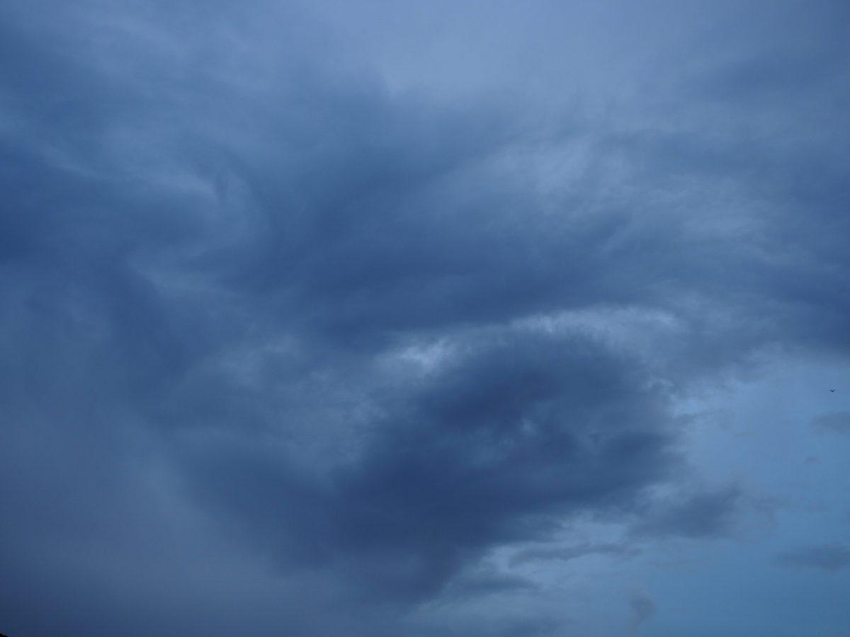 江苏·夏天·梅雨季节·阴云