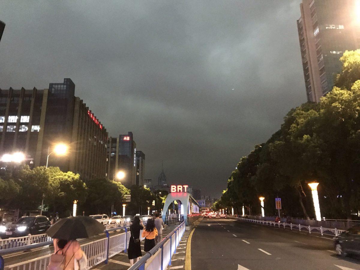 江苏·常州·城市·夏季·阴云·暴雨前夕