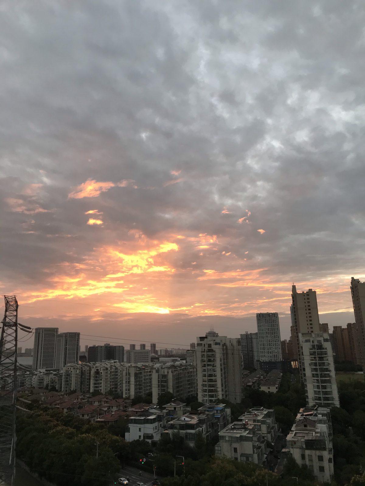 秋季·傍晚·霞光·彩云